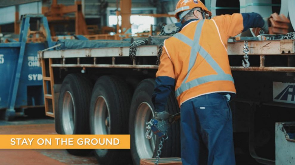 Safety video targetting falls from trucks