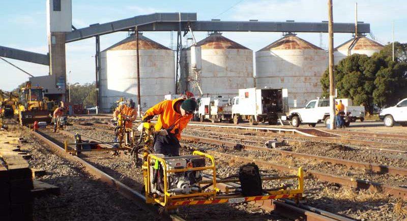 Mildura worker dies whilst loading heavy machinery onto tray truck