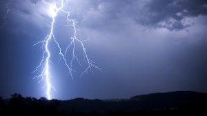 lightning strikes rubber tyres vehicles
