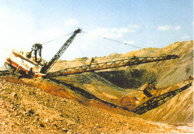 Dragline collapsed on bench following failure at Peak Downs mine