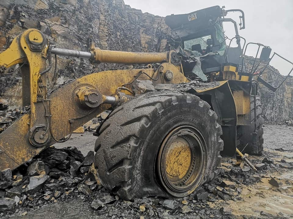 quarry wall collapse crushes caterpillar 992K