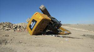 excavator to overturn.