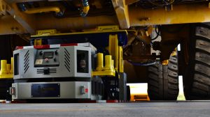 Haul truck jacking system