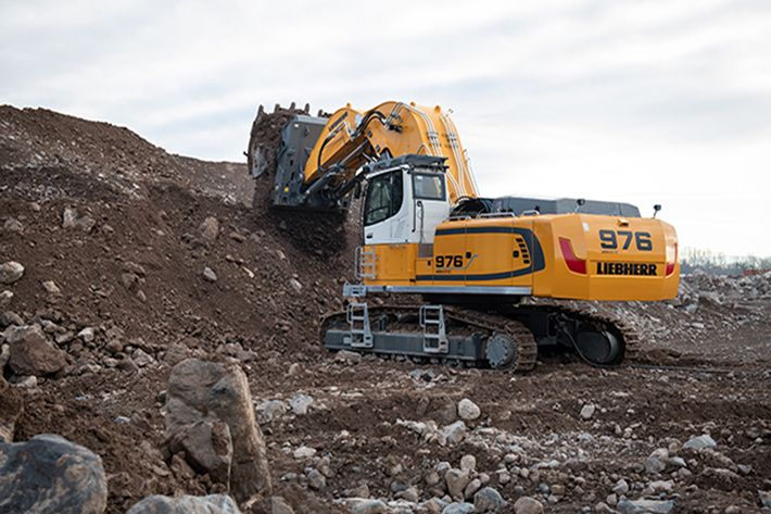 The Liebherr R 976-E electric crawler excavator stands out for its robustness, reliability and cost-effectiveness.