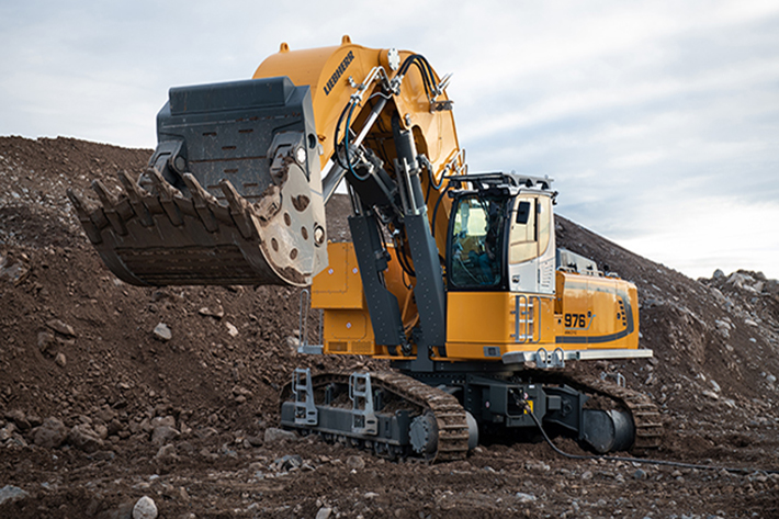 Not just extremely quiet, the R 976-E electric crawler excavator is also guaranteed to produce zero gas emissions.